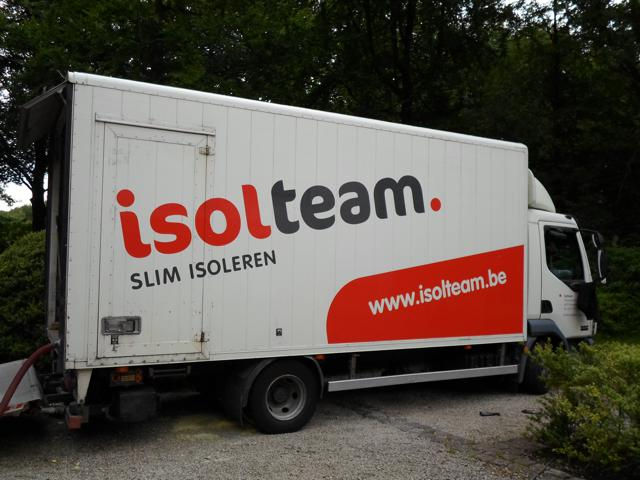 Isolteam na-isoleren van spouwmuur met glaswol