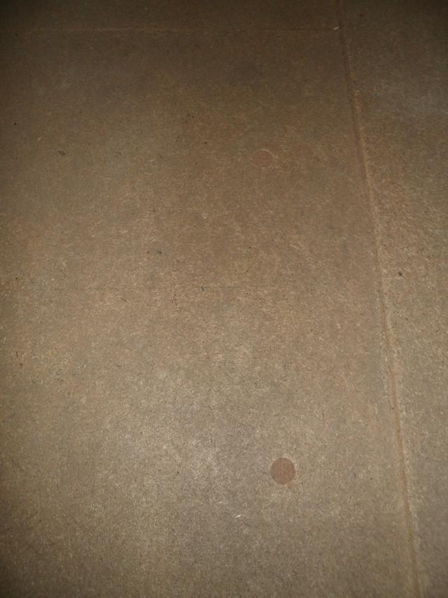 Isolteam na-isoleren van zoldervloer met glaswol