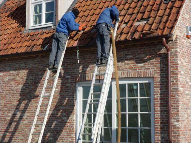 Isolteam inblazen van dak met glaswol