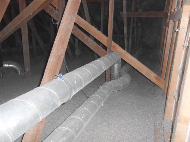 Isolteam inblazen van zoldervloer met cellulose