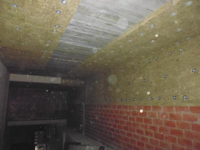 Isolteam isoleren van plafond van kelder met rotswol