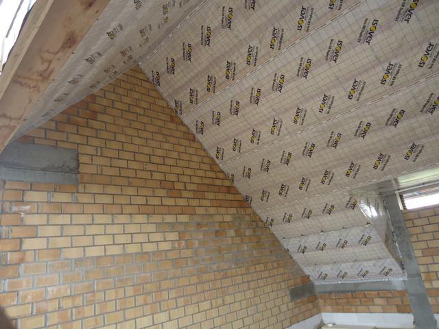 Isolteam isoleren van dak met glaswol n dampscherm
