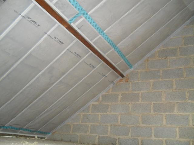 Isolteam isoleren van dak met rotswol en dampscherm
