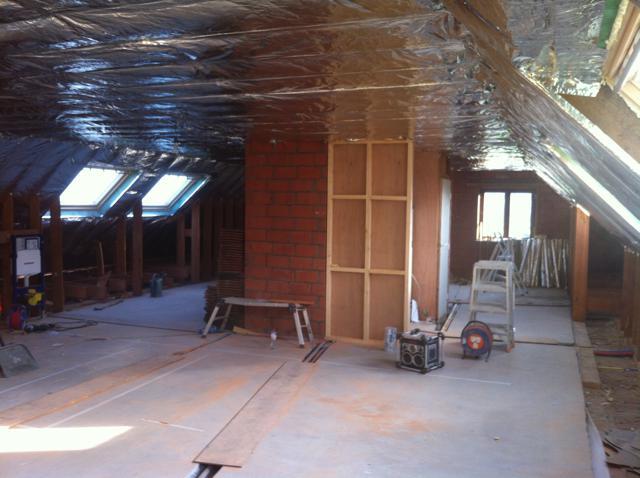 Isolteam dak isoleren met glaswol en dakraam velux