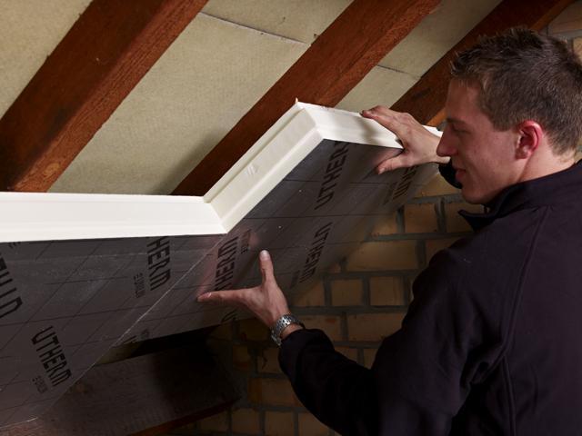 Isolteam isoleren van dak met PUR PIR