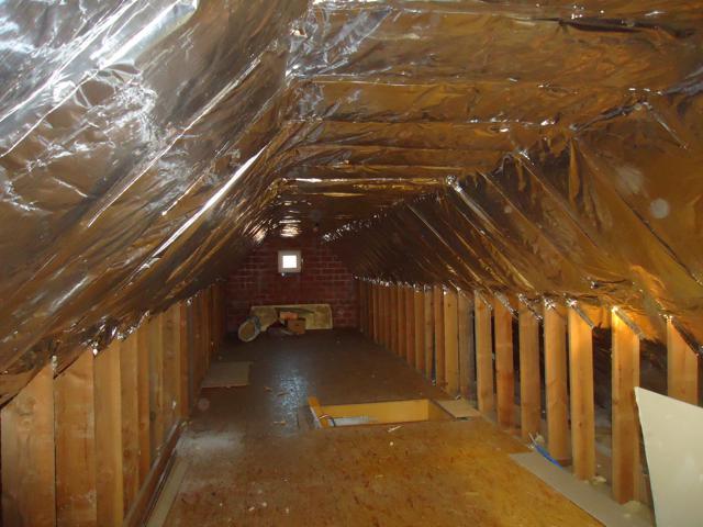 Isolteam isoleren van dak met glaswol