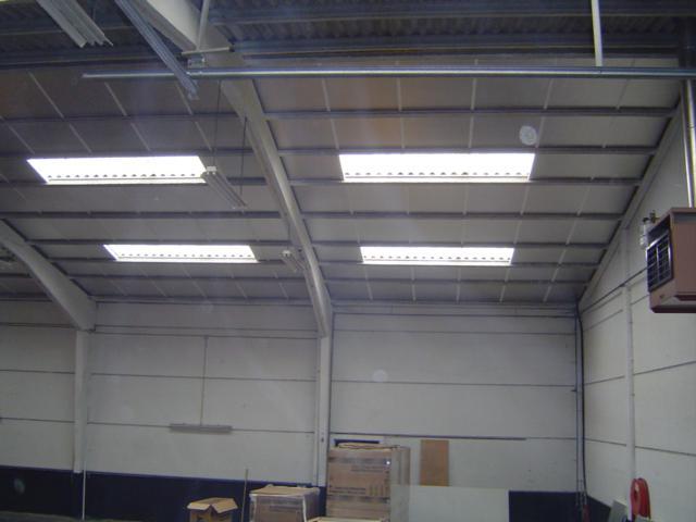 Isolteam isoleren van dak met glaswol en Isover Shedisol
