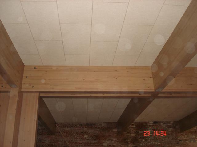 Isolteam isoleren van plafond met houtwol Heraklith