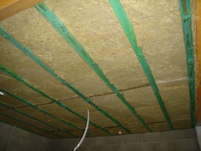 Isolteam isoleren van plafond met rotswol Rockwool Delta