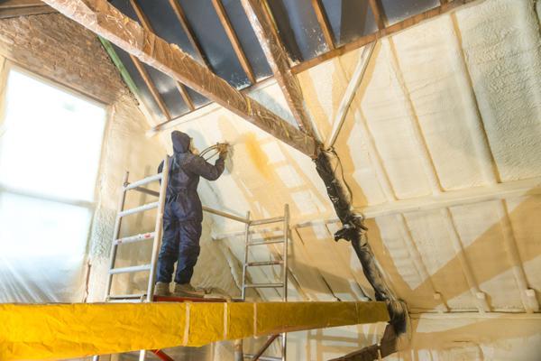 Isolteam: isoleren van dak met gespoten PUR Isodirect