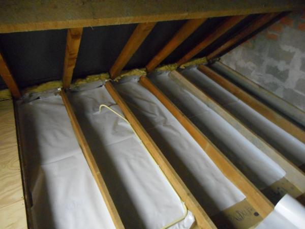 Isolteam: zoldervloer isoleren met minerale wol