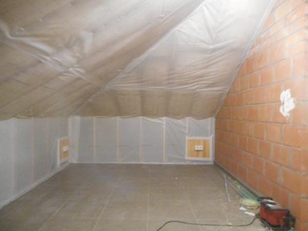 Isolteam: dak isoleren met glaswol en dampscherm