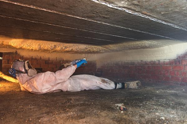 Isolteam: isoleren van plafond van kelder met gespoten PUR