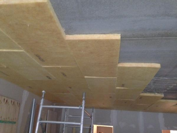 Akoestische plafondisolatie met minerale wol en gipskarton door Isolteam