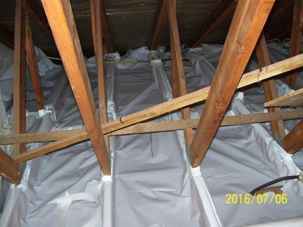 Zoldervloer isolatie met minerale wol en dampscherm door Isolteam