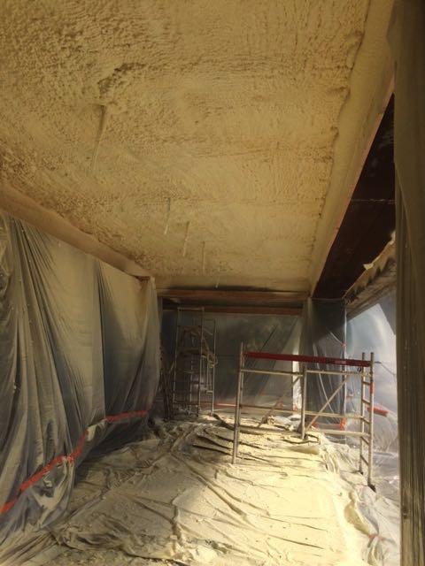 Plafond isoleren met gespoten PUR