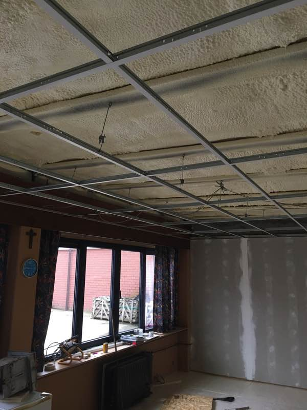 Plafond isoleren met gespoten PUR isodirect