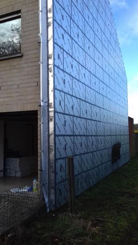 Gevelisolatie met PUR-PIR Unilin Utherm wall en gevelbescherming Isoproof
