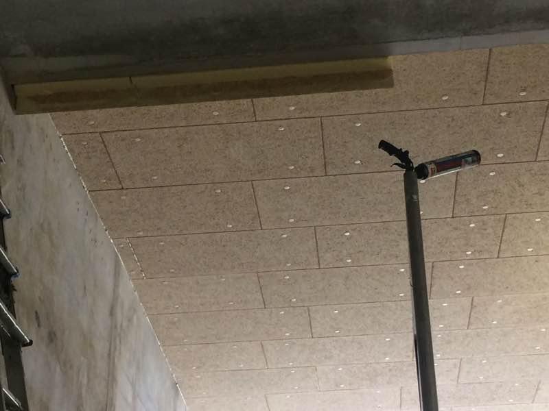 Plafond isoleren met houtwolcement heraklith herofoam