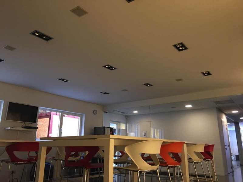 Plafond akoestisch isoleren met polyersterwol acupol