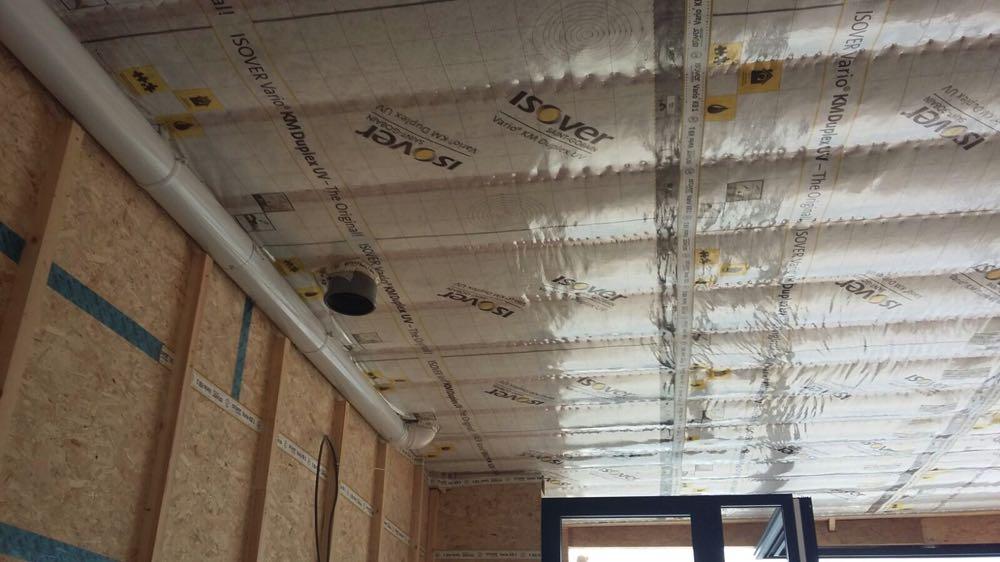 Dakisolatie met ingeblazen minerale wol Isover Insulsafe Plus Wood en dampscherm Vario KM Duplex