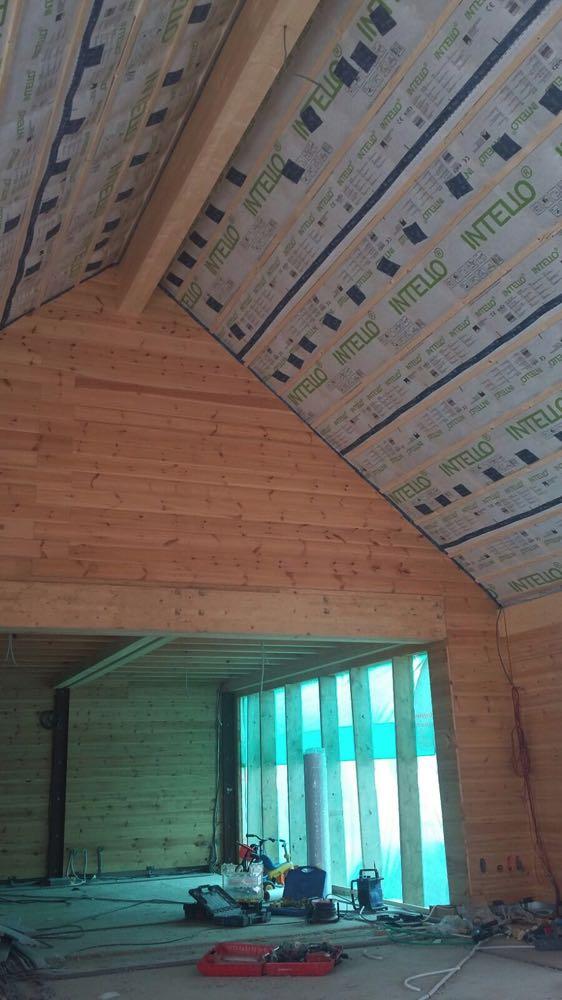 Dakisolatie bij houtbouw met cellulosevlokken Isofloc en dampscherm