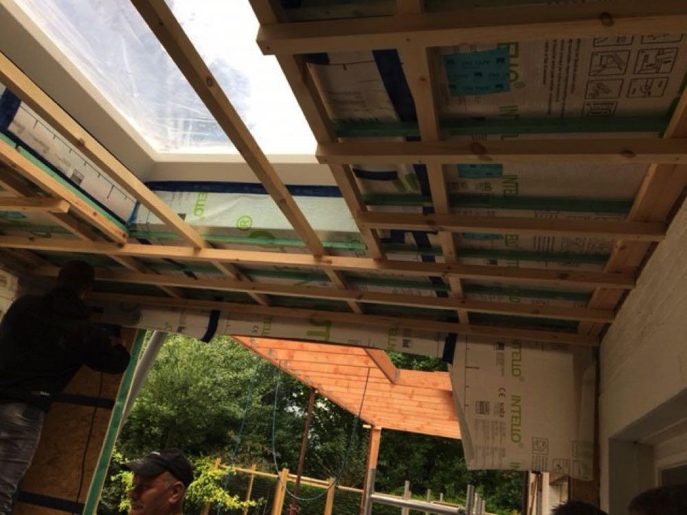 Plat dak isoleren van houtskeletbouw met ingeblazen houtwol
