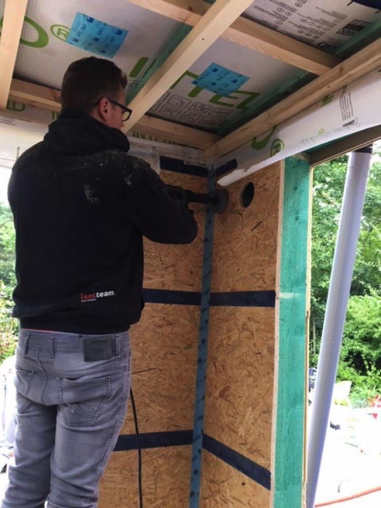 Muur isoleren van houtskeletbouw met ingeblazen houtwol