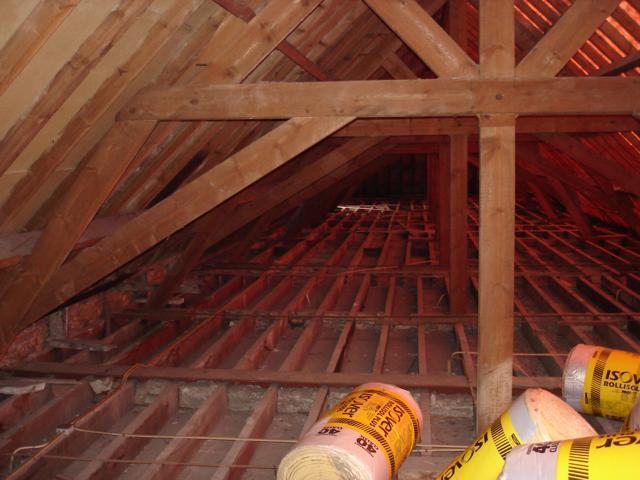 Isolteam isoleren van dak en zoldervloer met glaswol