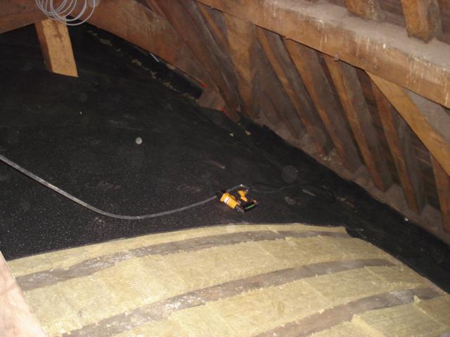 Isolteam isoleren van dak en zoldervloer met rotswol