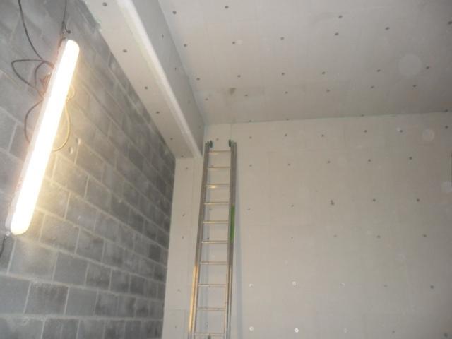 Isolteam isoleren van plafond en binnenmuur