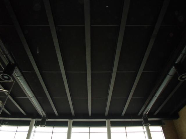 Isolteam isoleren van plafond met melamineschuim