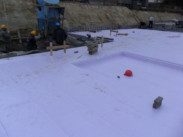 Isolteam isoleren van vloer van kelder met XPS