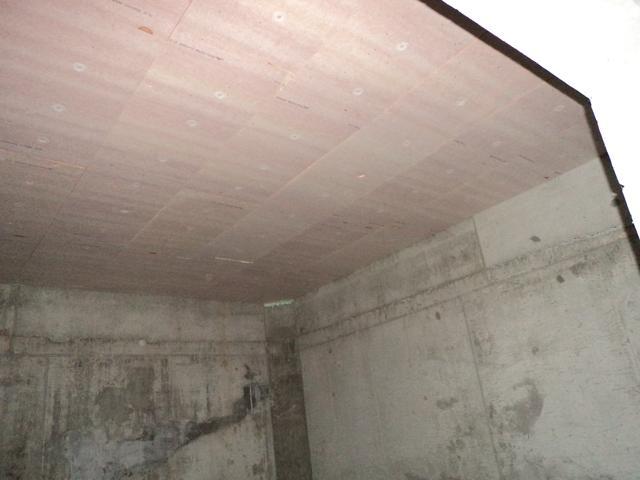 Isolteam isoleren van plafond van kelder met kooltherm