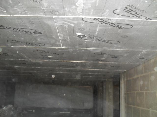 Isolteam isoleren van plafond van kelder met PUR-PIR