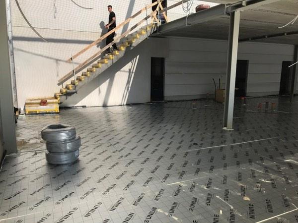 Vloerisolatie van een bedrijfsgebouw met PUR-PIR door Isolteam