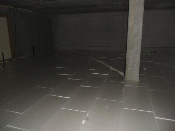 Vloerisolatie van een bedrijfsgebouw met XPS-EPS door Isolteam