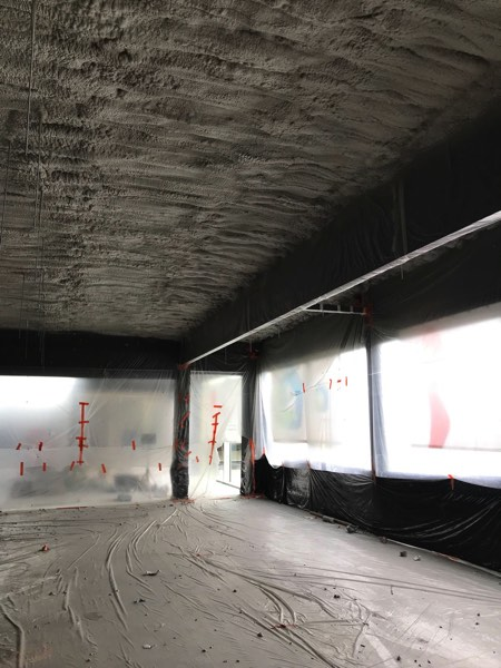 Plafondisolatie van een winkel met icynene door IsolteamPlafondisolatie van een winkel met icynene door Isolteam
