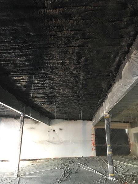 Plafondisolatie van een winkel met icynene door Isolteam